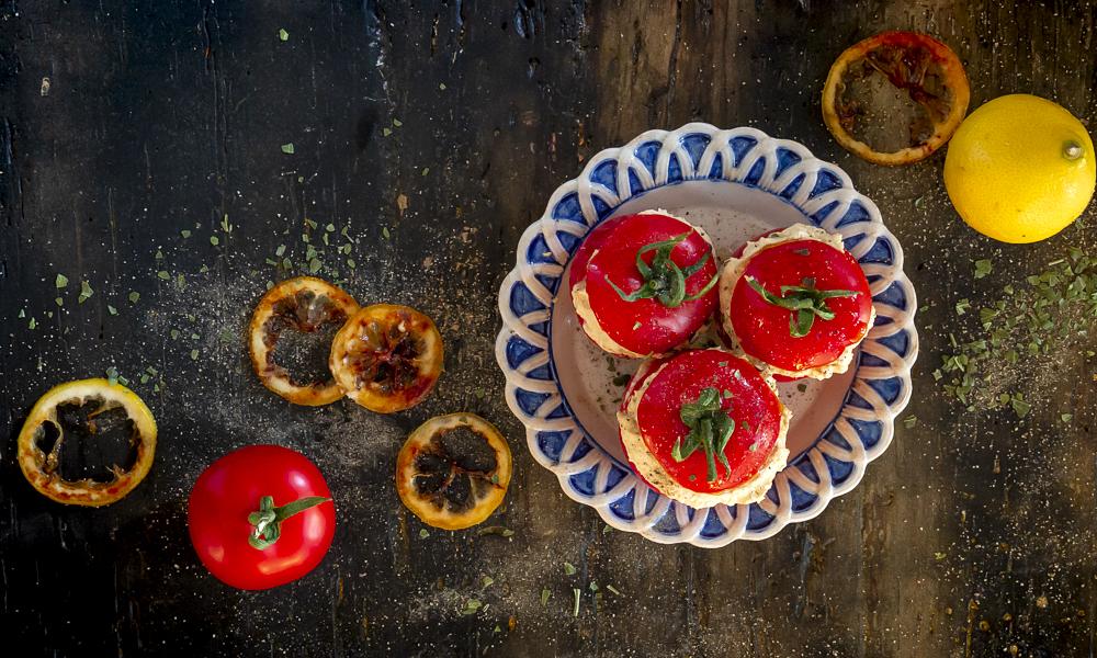 pomodori-ripieni-crema-di-feta-e-limoni-caramellati-ricetta-estiva-contemporaneo-food-gazette-du-bonton